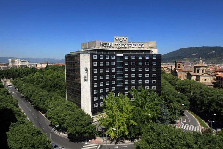 where to stay in pamplona - tres reyes